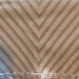 ALO Yoga Pants - Alo grey & white pattern crop leggings sz S 58121